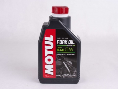 Масло для вилок Motul Fork Oil Expert Medium 5W 1л фото 1